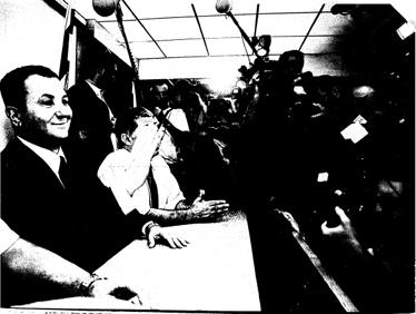 אהוד ברק נותן לעיתונאים תחושה שהם חשובים