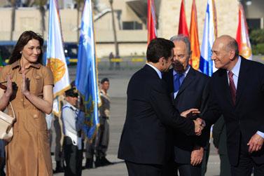 מימין: ראש ממשלת ישראל, נשיא מדינת ישראל, נשיא צרפת, אשת הנשיא. התקשורת העדיפה לקרוא משמאל (צילום: נתי שוחט)