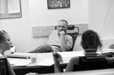 העורך אייל יצחקי מגביר את האדרנלין (צילום: יעקב רונן מורד)