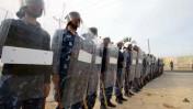 שוטרים מצריים במעבר רפיח (צילום: פלאש 90)