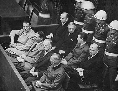 """ספסל נאשמים במשפטי נירנברג (צילום:צבא ארה""""ב)"""