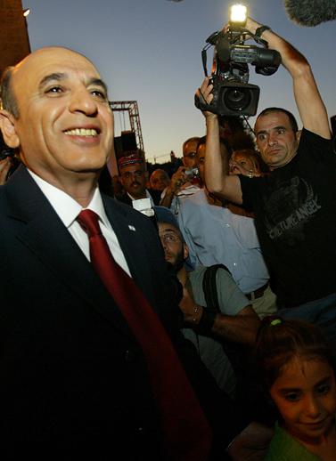 שר התחבורה שאול מופז אתמול, במסיבת עיתונאים בירושלים (צילום: אוליביה פיטוסי)