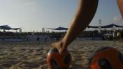 רגל שמאל. כדורגל חופים בנתניה (צילום: פלאש 90)