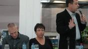 העיתונאי שלוחשים לו באוזן הוא חצי אחוז מהתקשורת. מימין: בן כספית, נחמה דואק ורם לנדס בכנס באוניברסיטת תל-אביב, 6.11