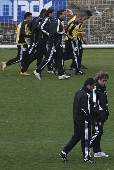 """מאמן בית""""ר ירושלים ראובן עטר על מגרש האימונים. 11 בפברואר (צילום: אנה קפלן)"""
