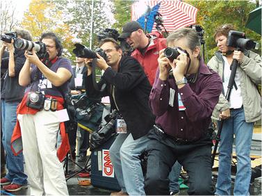 צלמי עיתונות מתעדים את ברק אובמה במהלך קמפיין הבחירות (צילום: Steve Garfield, רשיון CC)