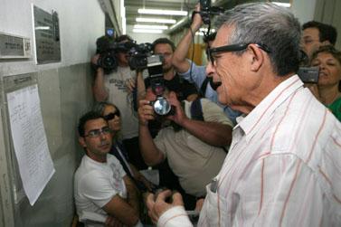 דן מרגלית, היום בבית-המשפט בתל-אביב בדיון להארכת מעצרו של דודו טופז. טופז חשוד בתקיפת בתו של מרגלית, אשת הטלוויזיה שירה מרגלית (צילום: לירון אלמוג)