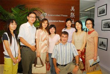 עיתונאים סינים בסניף AP בבייג'ין (צילום: העין השביעית)
