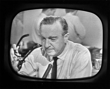 וולטר קרונקייט מודיע על רצח קנדי ב-1963 (צילום מסך)