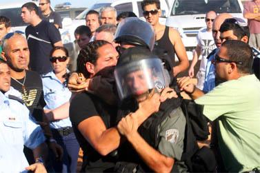 מהומות בין יהודים לערבים בעכו, 10 באוקטובר 2008 (צילום: הרצל שפירא)