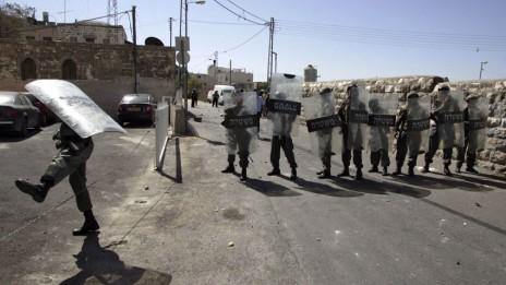 שוטרים בראס אל-עמוד, 5.10.09 (צילום: מועמר עוואד)