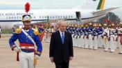 נשיא המדינה שמעון פרס, עם נחיתתו בברזיל (צילום: משה מילנר)