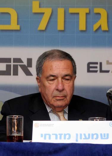 """יו""""ר מכבי תל-אביב שמעון מזרחי, אוקטובר 2009 (צילום: יוסי זליגר)"""