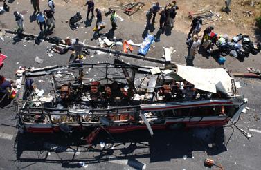 פיגוע בירושלים, 14 הרוגים. 18.6.02 (צילום: פלאש 90)