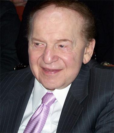 """בעלי """"ישראל היום"""", שלדון אדלסון, היום בטקס אגודת לדעת (צילום: """"העין השביעית"""")"""