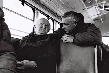 """דוד בן-גוריון (משמאל) ואריאל שרון בסיור בגבול המצרי. 27.1.71(צילום: דובר צה""""ל/פלאש 90)"""