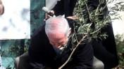 ראש הממשלה בנימין נתניהו שותל עץ באריאל. 29.1.10 (צילום: יוסי אלוני)