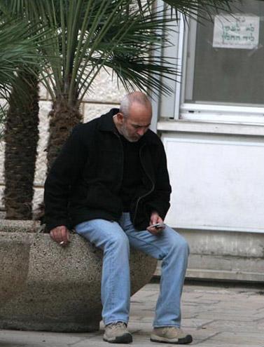 איל ארד בכניסה לבית-החולים הדסה, שם מאושפז ראש הממשלה לשעבר אריאל שרון. 11.2.06 (צילום: ליאור מזרחי)