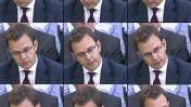 """אנדי קולסון, לשעבר העורך הראשי של """"ניוז אוף דה-וורלד"""" וכיום יועץ התקשורת של ראש ממשלת בריטניה, מעיד בשימוע על אודות פרשת הפריצות לטלפונים. יולי 2009 (צילומי מסך: מתוך שידורי ה-BBC)"""