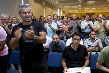 מחיאות כפיים בכינוס בעלי מניות של חברת גבעות-עולם. ירושלים,23.8.10 (צילום: דוד ועקנין)