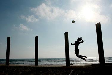 כדורעף בחוף חיפה. 23.7.09 (צילום: רישוואנת ג'יאפול)