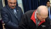 """ראש עיריית שדרות דוד בוסקילה (משמאל). ינואר 2009 (צילום: עמוס בן גרשום/לע""""מ)"""