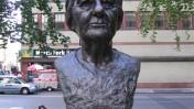 דמותה של ראש ממשלת ישראל גולדה מאיר מונצחת בפסל בניו-יורק (צילום: דוד תומפסון, רשיון cc)