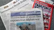"""גליונות עיתונים מהעולם שפירסמו את מסמכי ויקיליקס על המלחמה באפגניסטן. 24.7.10 (צילום: אלכס """"באקביט"""" קוביק, רשיון cc-by)"""