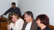"""מימין: ליאורה גלט-ברקוביץ' בלוויית בעלה ובתה, והעיתונאי ברוך קרא. היום בבית-המשפט המחוזי בתל-אביב (צילום: """"העין השביעית"""")"""