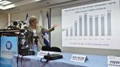 """מנכ""""לית הביטוח-הלאומי לשעבר אסתר דומיניסיני מציגה את דו""""ח העוני והפערים החברתיים, 8.11.10 (צילום: יואב ארי דודקביץ)"""