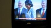 """נשיא ארה""""ב ג'ורג' בוש ושרת החוץ קונדוליזה רייס בערוץ אל-ג'זירה, ספטמבר 2007 (צילום: ג'קנייף ברלו, רשיון cc)"""