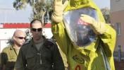 """הרמטכ""""ל רב-אלוף גבי אשכנזי (מימין) מסייר בבסיס פיקוד העורף (צילום: יוסי זליגר)"""