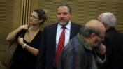 שר החוץ אביגדור ליברמן בדרכו לישיבה של מפלגת ישראל-ביתנו, אתמול בכנסת (צילום: ליאור מזרחי)