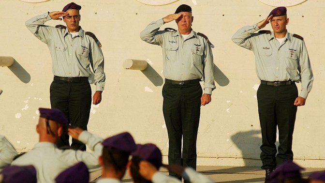 """האלוף יואב גלנט (במרכז) (צילום: דובר צה""""ל)"""