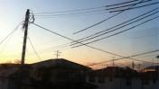 השחר עולה מעל בתים בפוקושימה, יפן. 16.3.11 (צילום: ג'וזף ואסאבי, רשיון cc)