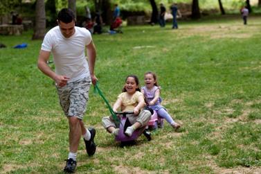 ישראלים מבלים את חופשת החג, 20.4.11 (צילום: דוד ועקנין)
