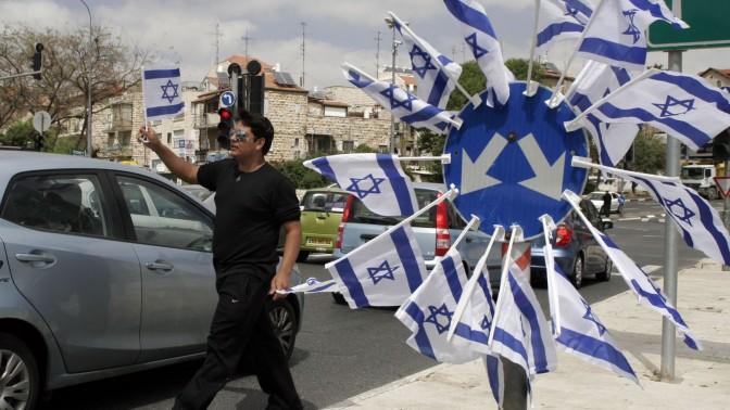 מוכר דגלי ישראל, אתמול בירושלים (צילום: אורן נחשון)