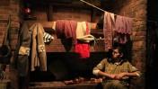 """חייל צה""""ל יושב ליד מיצג במוזיאון משואה-לתקומה בקיבוץ יד-מרדכי, אתמול (צילום: צפריר אביוב)"""
