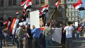 מפגינים תומכי בשאר אסד בווינה, אוסטריה, שלשום (צילום: Karl Schönswetter, רשיון cc)