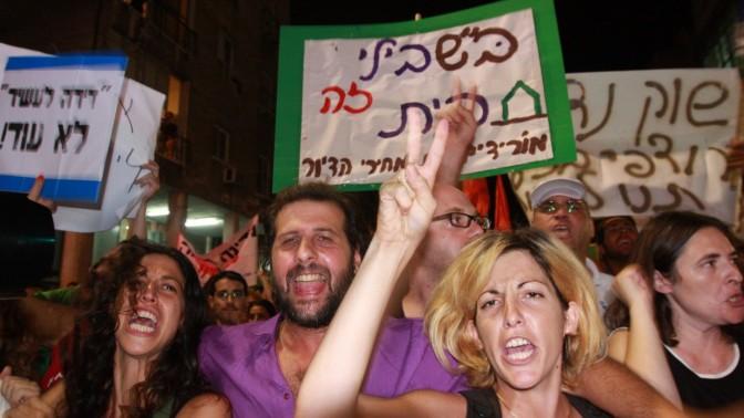 מפגינים בתל-אביב, 23.7.2011 (צילום: רוני שיצר)