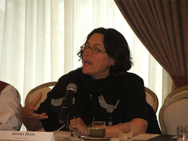 """עיתונאית """"הארץ"""" עמירה הס (צילום: רופאים לזכויות אדם, רשיון cc)"""