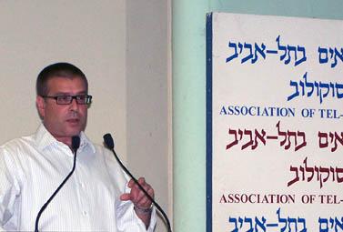 """יו""""ר אגודת העיתונאים תל-אביב אבי פז (צילום: """"העין השביעית"""")"""