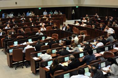 """כסאו הריק של ראש הממשלה בנימין נתניהו, אתמול בעת ההצבעה על """"חוק החרם"""" (צילום: יואב ארי דודקביץ')"""