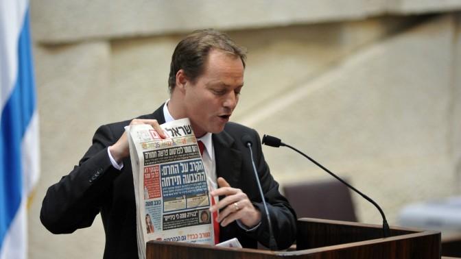 """ח""""כ יוחנן פלסנר (קדימה), אתמול בכנסת בהצבעה על """"חוק החרם"""" (צילום: יואב ארי דודקביץ')"""