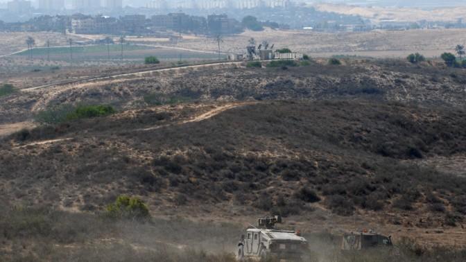 """סיור של כוחות צה""""ל על רקע רצועת עזה (צילום: גילי יערי)"""