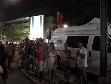 ניידת שידור בשדרות רוטשילד בתל-אביב, 30.7.11 (צילום: שוקי טאוסיג)