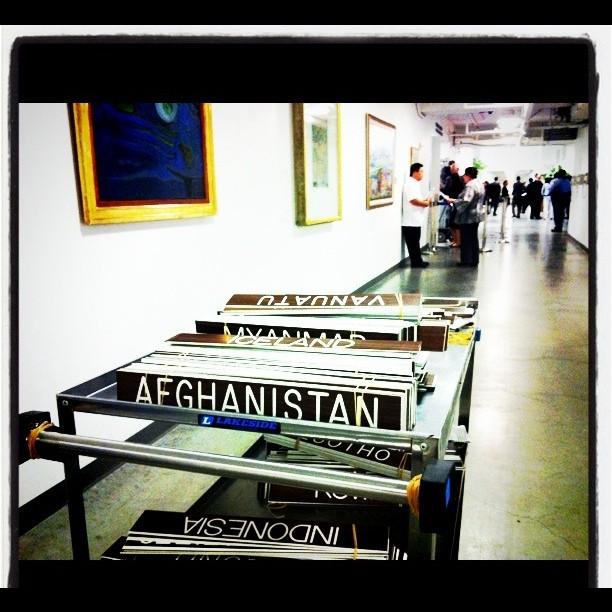 """שלטי מדינות במסדרון האו""""ם (צילום: UN Photo/John McIlwaine, רישיון CC BY-NC-ND 2.0)"""