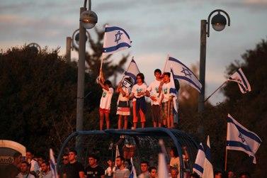 ילדים במצפה-הילה מקבלים את פני שליט (צילום: ליאור מזרחי)