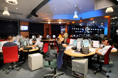 חברת החדשות של ערוץ 10, אוקטובר 2007 (צילום: משה שי)