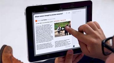 גולש קורא עיתון באפליקציית פליפבורד באייפאד (צילום מסך)